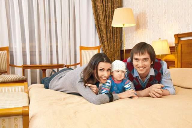 В 2005 году он женился на актрисе из Ростова Ирине Шебеко, у них растет дочь. От первого брака у актера также есть ребенок.