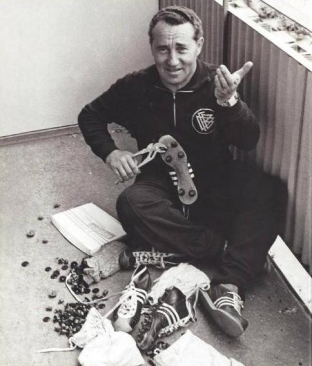Adidas. Основателя Adidas звали Адольф Дасслер, коротко Ади. Его первая компания называлась еще более незатейливо - Дасслер, но по договоренности с сооснователем Dassler, братом Рудольфом, с которым они накрепко разругались 60 лет назад, никто из них не имел права использовать больше это название.