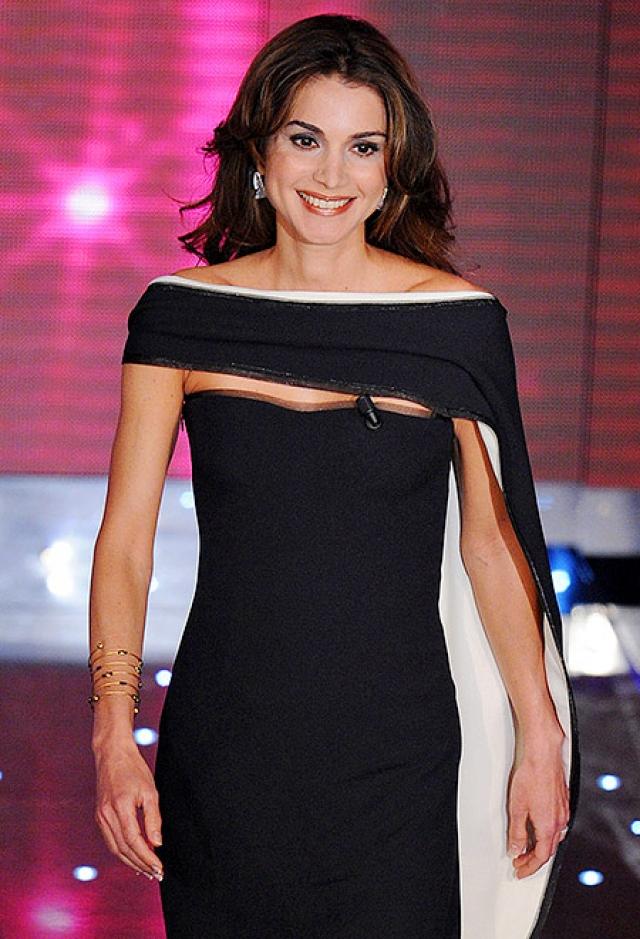 """В 2003 году королеве Иордании британский журнал """"Hello"""" присудил титул мировой королевы элегантности."""