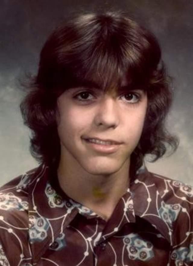 """Джордж Клуни, 57 лет. Кумир миллионов женщин, дважды за последние 10 лет становившийся """"Самым сексуальным мужчиной года"""", в юности страдал параличом Белла, - когда не двигаются мышцы лица с одной стороны. За это одноклассники дразнили его Франкенштейном."""