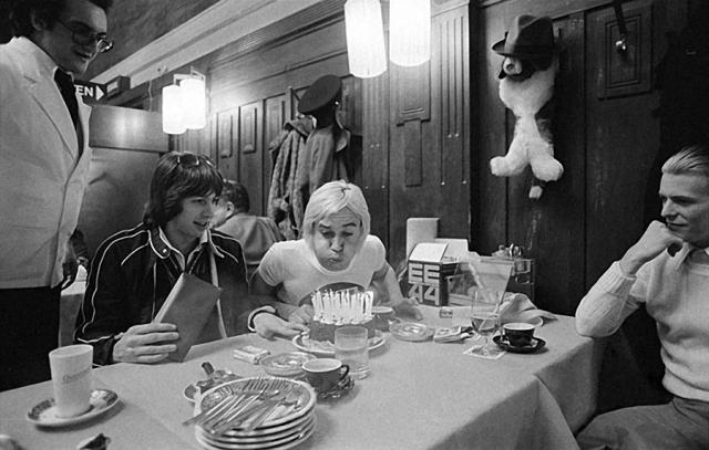 """В Москве музыканты остановились в гостинице """"Метрополь"""", где и отпраздновали день рожденье дедушки панк-рока"""
