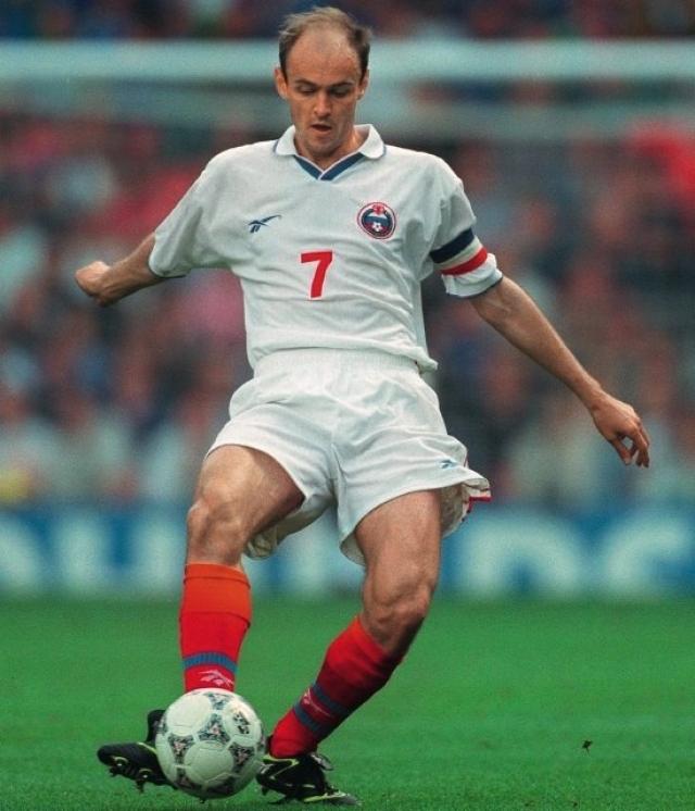 Виктор Онопко. На протяжении длительного времени футболист являлся рекордсменом по количеству матчей за сборную России, из-за возраста становясь предметом для шуток.