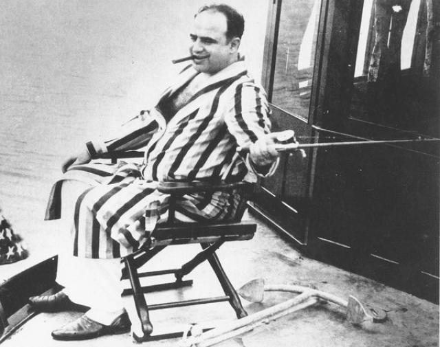 В результате состоявшегося вскоре повторного слушания его дела Капоне был признан невменяемым и передан под попечительство его собственной семьи.