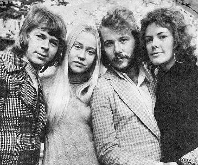 Любопытно, что этот сингл был выпущен под авторством Björn & Benny, Agnetha & Anni-Frid, а не под привычным ныне названием группы.