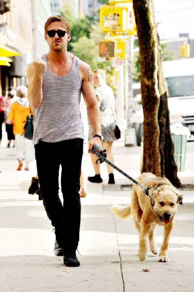 А здесь уже недовольны двое: и Райан, и его собака, показывающая язык.