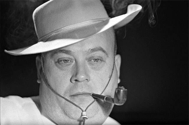 Моргунова из зала увели, а режиссер умудрился заново смонтировать ленту, вырезав все сцены с опозорившим его артистом - насколько, насколько это было возможно. После этого Гайдай не работал с Моргуновым и не общался с ним до конца своих дней.