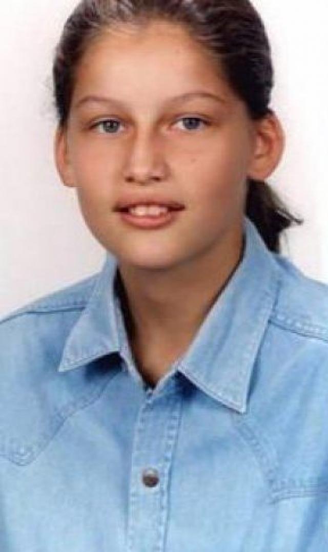 Будучи подростком, девушка мечтала построить спортивную карьеру, играя в волейбол за профессиональную подростковую команду.