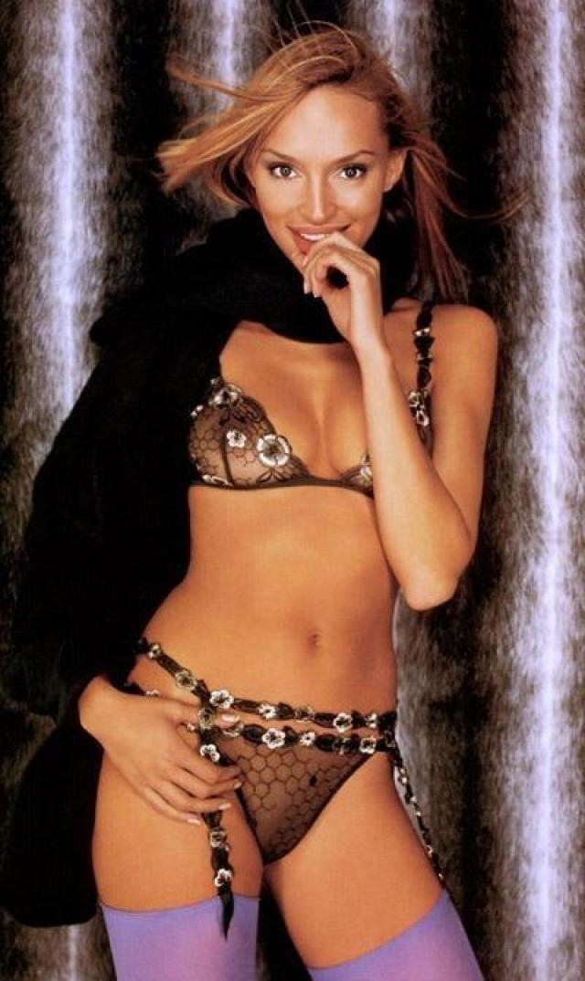 """Инна Зобова. 1994. В рамках """"Мисс Вселенная – 94"""" она завоевала второе место в конкурсе национального костюма, а в целом по результатам конкурса заняла 12 позицию."""