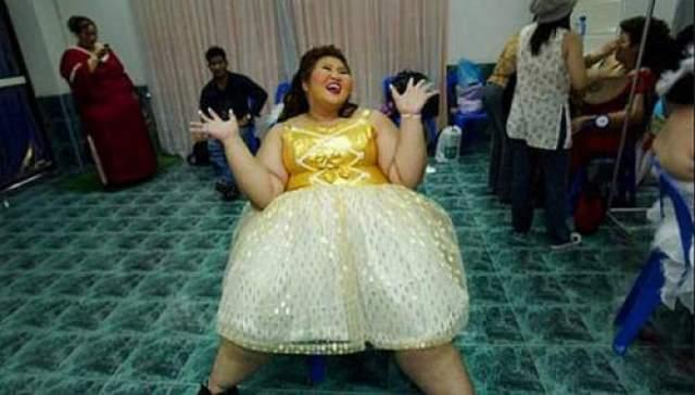"""Студентка Тарнрарин Хансванг весом 110 кг получила титул Мисс """"Слониха"""" и приз в размере 1300 долларов."""