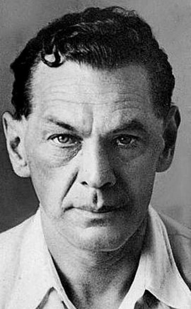 18 октября 1941 Зорге был арестован японской полицией и в сентябре 1943 года приговорен к смертной казни через повешение на рояльной струне.