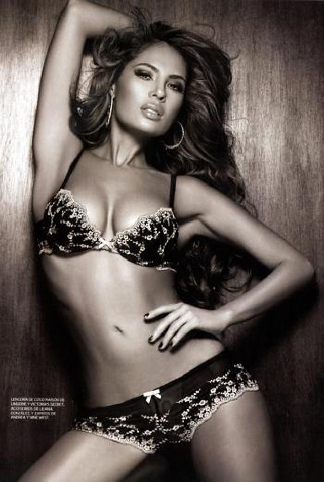 Энджи Санклементе Валенсия в 2000 году выиграла престижный колумбийский конкурс красоты Queen of Coffee и стала одной из самых востребованных моделей страны.