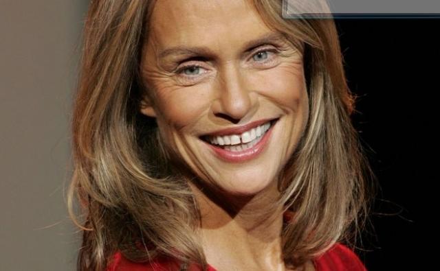 """В 1995 году Хаттон сыграла главную роль в телесериале Даррена Стара """"Нью-Йорк, Центральный парк"""", а также запустила собственное ток-шоу. Оба проекта просуществовали менее года. В двухтысячных она кратко вернулась к профессии актрисы появившись в сериале """"Части тела"""" в 2007, а также в фильме """"Семейка Джонсов"""" в 2010 году."""