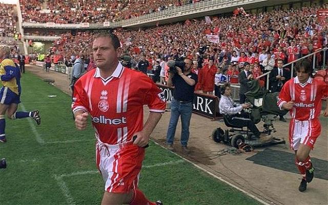 В 1994 году Англия на чемпионат мира не попала, поэтому Пол считал, что мировое первенство 1998 года станет его звездным часом. Однако главный тренер сборной Англии Гленн Ходдл посчитал иначе.