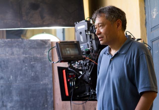 """Простому зрителю он больше известен как режиссер фильмов """"Разум и чувства"""", """"Крадущийся тигр, затаившийся дракон"""", скандальная картина """"Горбатая гора"""" и фантастическая лента """"Жизнь Пи""""."""
