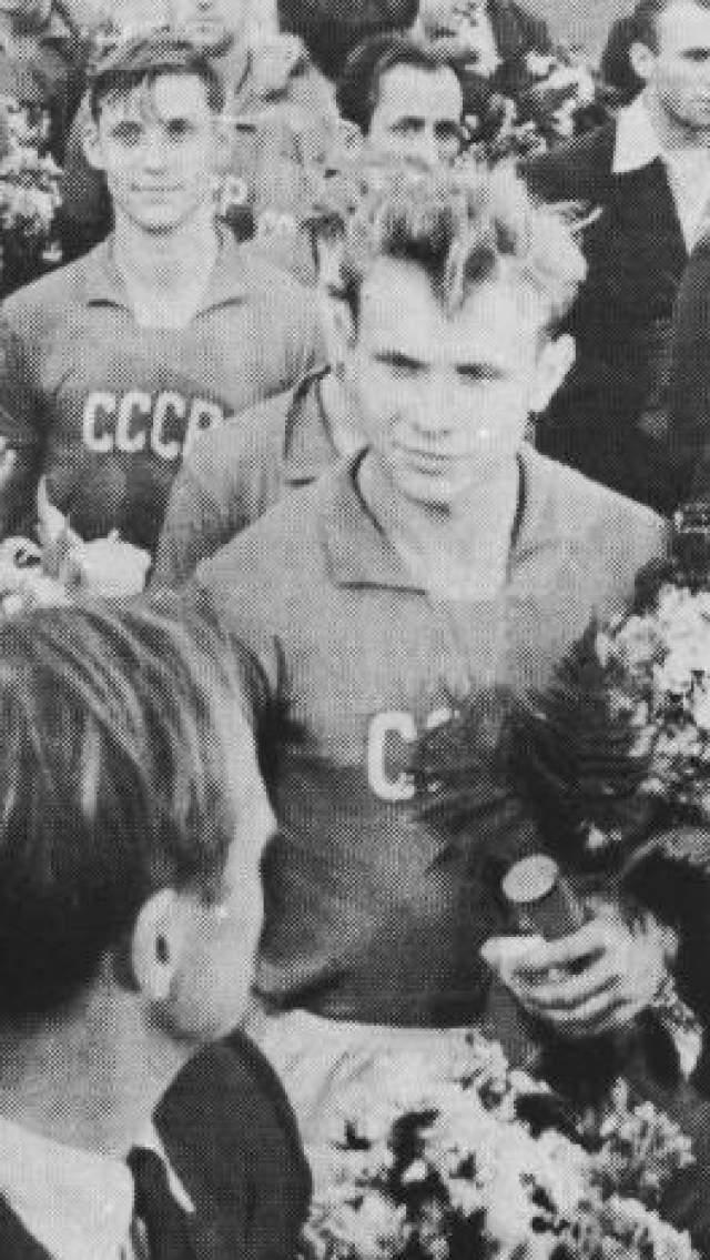 """Эдуард Стрельцов. Легендарный нападающий московского """"Торпедо"""" в 1958 году, когда ему было 20 лет, был арестован по подозрению в изнасиловании. Его приговорили к 12 годам колонии. Через пять лет он вышел на свободу по условно-досрочному."""