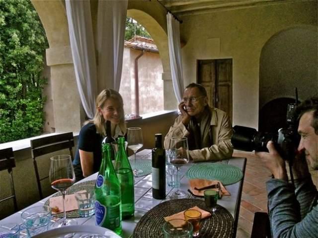 Кроме того, ряд СМИ указали, что с 2010 года у Кончаловского, как и у его супруги, есть гражданство Италии, поскольку они приобрели в Тоскане дом.