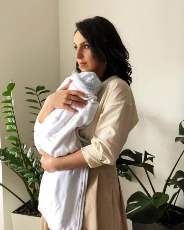 """Джамала, март. В семье победительницы конкурса """"Евровидение-2016"""" и ее мужа Сеит-Бекира Сулейманова родился сын, которого назвали Эмир-Рахман."""