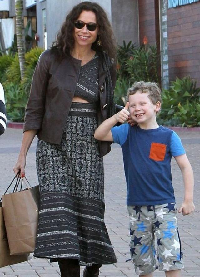 Сын актрисы Минни Драйвер Генри выглядит довольно забавно и с самого раннего детства попадал в рейтинги желтой прессы, посвященные некрасивым детям звезд.