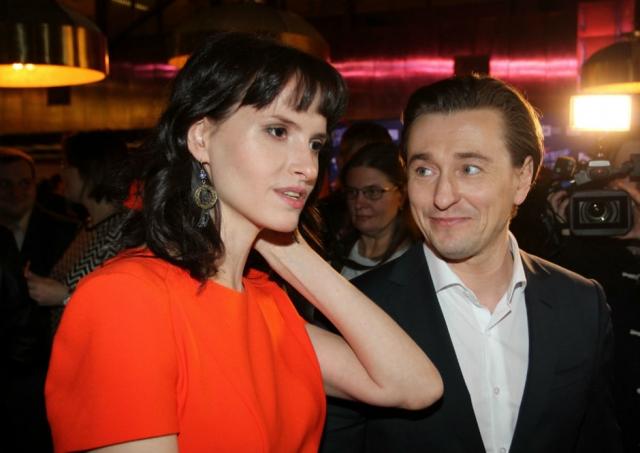 Через год после развода Сергей женился на режиссере Анне Матисон. Ирина же отметила, что 15 лет отношений сделали их с Безруковым духовно близкими людьми и союзниками, и развод этого не может изменить.