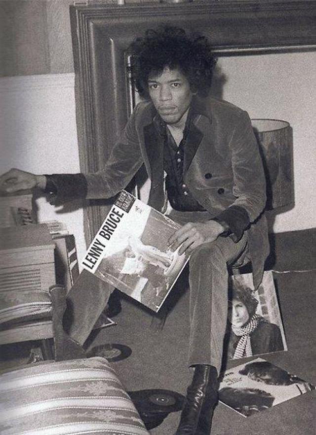 """Джими Хендрикс. """"Если я свободен, это только потому, что я работаю"""". 18 сентября 1970 года американский гитарист-виртуоз захлебнулся рвотными массами после приема девяти таблеток снотворного."""