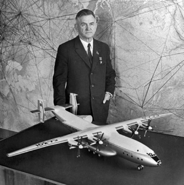 Такая необычная форма настолько его поразила, что он сразу же проснулся, и зарисовал увиденное. Именно таким образом был сконструирован самолет-рекордсмен.