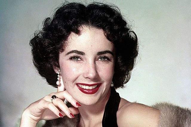 """Актриса умерла в 2011 году после нескольких лет болезни, но даже в 2001 году она вполне успешно снялась в """"Старых клячах по-американски"""", а после еще выступала на ТВ."""
