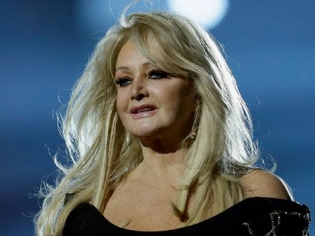 """Продолжает выступать и записывать альбомы. А в 2013 году даже представляла Великобританию на конкурсе песни """"Евровидение"""", с песней """"Believe in Me""""."""