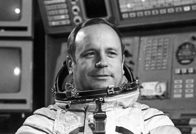 """9 июня В 1970 году участвовал в шахматной партии """"Космос - Земля"""" - первой в истории шахматной партии, сыгранной между космонавтами в полете и """"представителями Земли""""."""