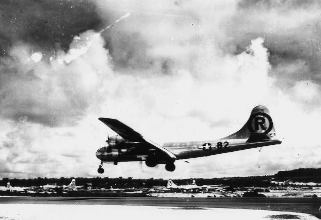 Американское командование решило сбросить бомбы, несмотря на то, что вступление в войну СССР, о котором стало известно несколькими месяцами ранее, фактически гарантировало полную капитуляцию Японии. Страшным актом американцы решили опробовать атомную бомбу в реальных условиях, а также продемонстрировать военную мощь для СССР.