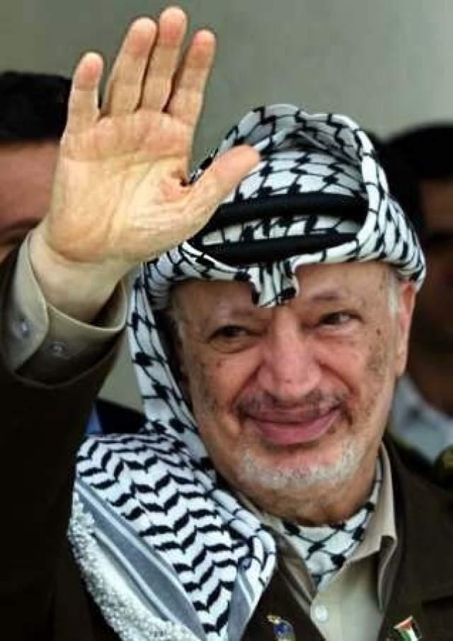 Ясир Арафат. О том, что лидер Палестинской автономии тяжело болен, вспомнили СМИ в 2004 году, когда он улетел лечиться во Францию.