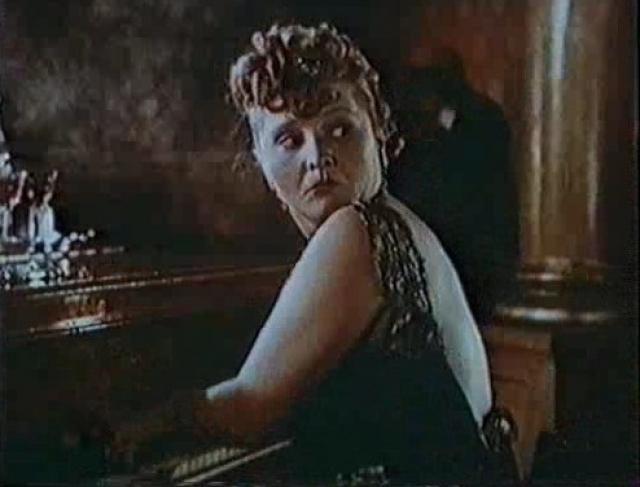 """Впервые актриса появилась на экране в 1951 году, сыграв в эпизоде фильма """"Незабываемый 1919 год""""."""