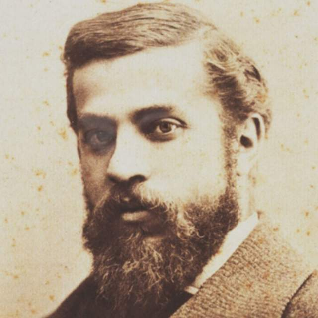 Антонио Гауди 7 июня 1926 года в Барселоне пожилого Гауди сбил трамвай и он потерял сознание. Извозчики отказались везти неизвестного старика без денег и документов в больницу. Позже его доставили в больницу для нищих, где ему не могли оказать квалифицированную медицинскую помощь. Когда Гауди опознали и перевезли в другую больницу, состояние его ухудшилось и ему не смогли помочь. Он скончался 10 июня.