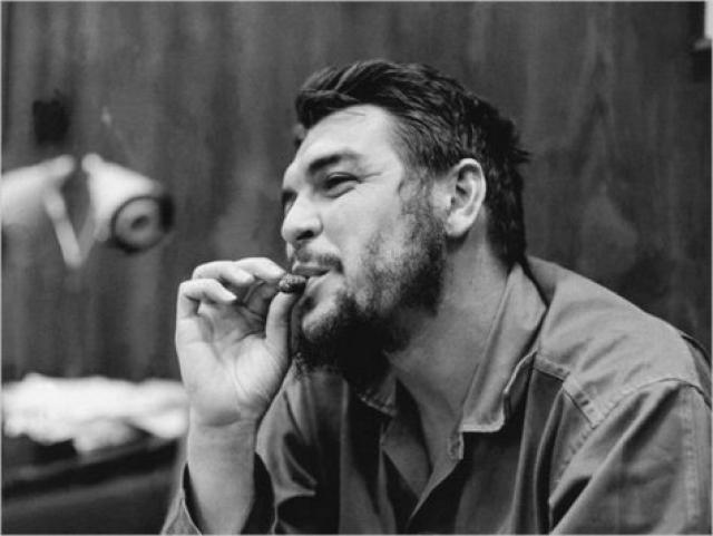 В апреле 1965 года Эрнесто обратился с письмом к Фиделю Кастро о своем решении продолжать участие в революционном движении одной из стран мира и покинул Кубу.