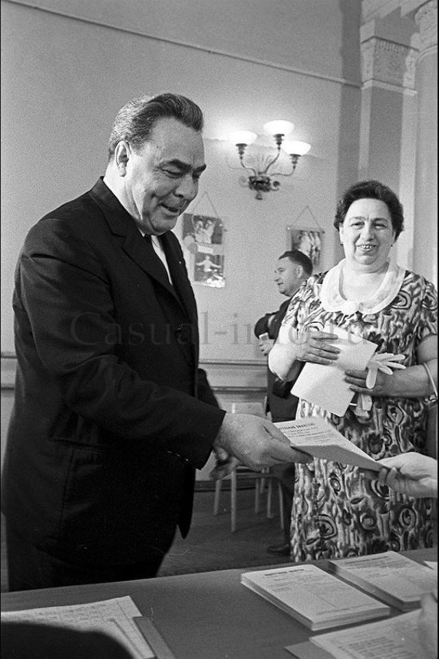 Поначалу Леонид и Виктория, поженившиеся в 1928 году, жили скромно, снимая комнату. Потом, когда муж стал получать высокие государственные посты, она не захотела менять свой образ жизни и предпочла оставаться домохозяйкой.