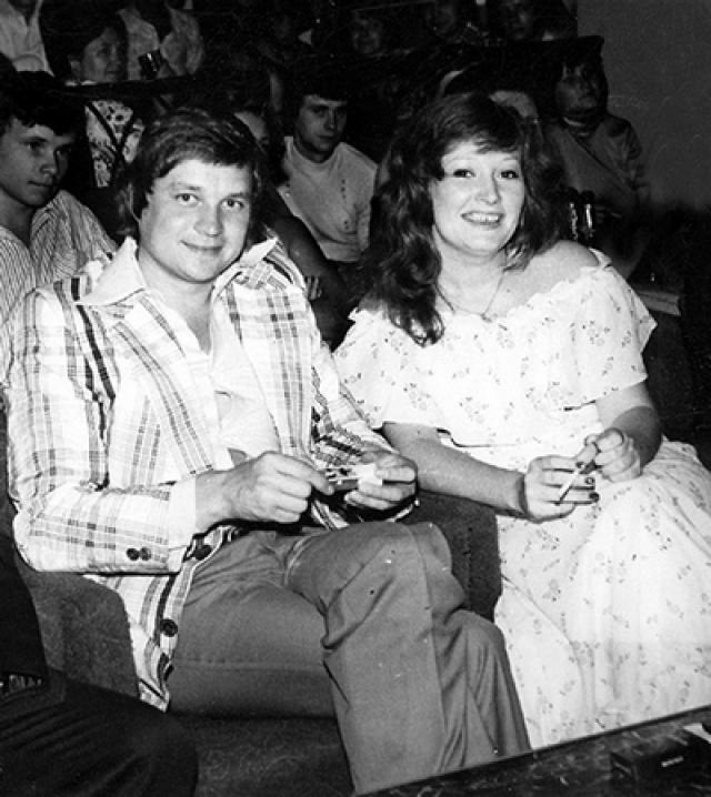 В 1976 году Алла познакомилась с ленинградским режиссером Александром Стефановичем . В том же году они поженились. Именно Александр придумал сценический образ Пугачевой. В 1980 году супруги разошлись.