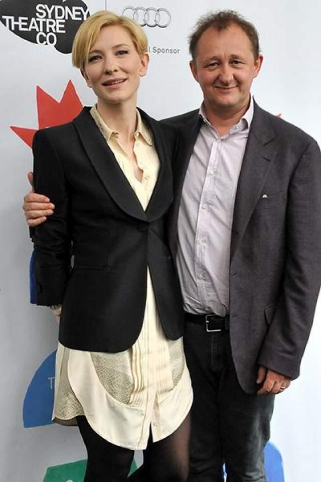 """Кейт Бланшетт и Эндрю Аптон. В 1997 году актриса играла в пьесе """"Чайка"""", где познакомилась со сценаристом и редактором монтажа Эндрю Аптоном."""