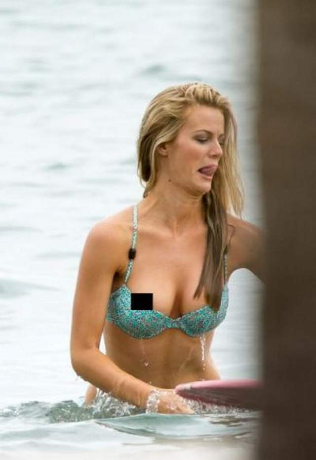 Бруклин Декер В Майами во время фотосессии Декер демонстрировала то, как она умеет позировать с доской для серфинга, и чуть-чуть увлеклась. Фотографы, думается, были не против - бонус, однако.
