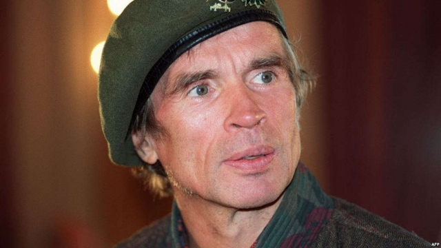 В 1983 году в крови танцовщика был обнаружен ВИЧ. Болезнь прогрессировала, и Нуреев скончался от осложнений СПИДа 6 января 1993 года недалеко от Парижа.