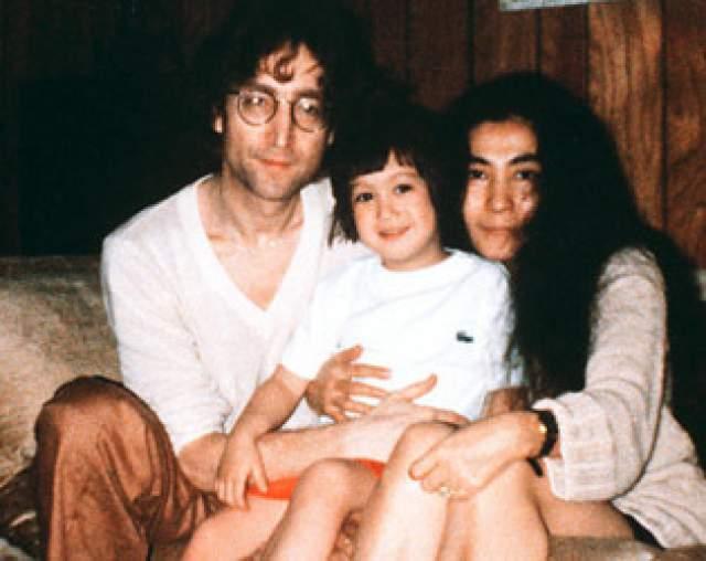 """Своей свадьбе супруги посвятили песню """"The Ballad of John and Yoko"""". В октябре 1975 года у них роился сын Шон. После этого события Джон официально обьявил о завершении музыкальной карьеры, перестал гастролировать, почти не появлялся на публике и сосредоточился на воспитании сына."""