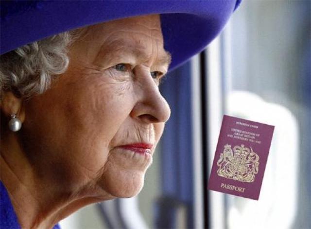 Елизавета II - бомж Да-да, потому что все паспорта в Великобритании технически выдаются от имени королевы, так что самой королеве он не нужен. «Так как британский паспорт выдается от имени Ее Величества, Королеве не обязательно иметь паспорт самой». А вот у всех остальных членов королевской семьи, включая герцога Эдинбургского и принца Уэльского, паспорта есть.