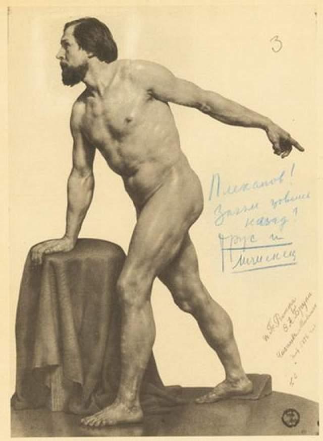 Спустя время эксперты, которые исследовали почерк под рисунками, подтвердили, что надписи были сделаны лично Иосифом Сталиным. В связи с таким хобби, возникли сомнения касательно сексуальной ориентации Иосифа Сталина. Но психологи развеяли все сомнения. По их словам, таким образом, Сталин просто развлекался, никаких проявлений гомосексуализма в этих рисунках не было.