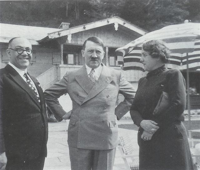 Среди других аномалий, у Гитлера было только одно яичко.