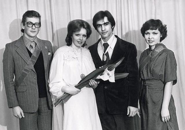 Тогда Бутусов уже был женат. Его первая жена Марина – художник-костюмер.