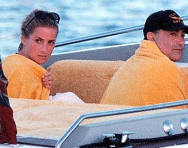 Кроме прессы факт их романа не подтвердил ни один из друзей леди Ди, также это отрицается в книге дворецкого Дианы - Пола Баррела, который был близким другом принцессы.