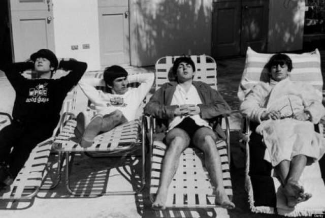 Beatles у бассейна, 1964 год