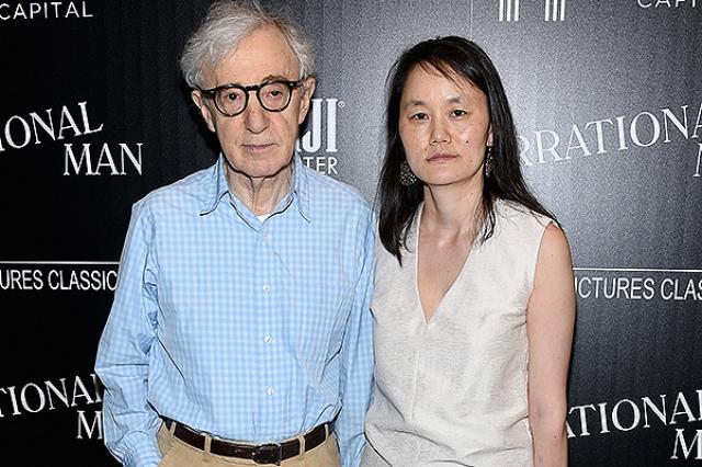 Но у режиссера полным-полно ненавистников, в основном благодаря его отношениям с собственной падчерицей, Сун-и Превен, на которой он женат до сих пор. Между супругами 35 лет разницы.