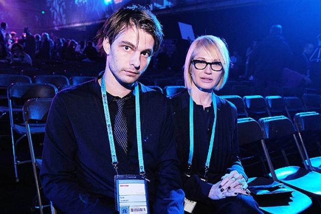 Эллен Баркин и Сэм Левинсон. Актриса дважды побывала замужем, пержде чем начать отношения с молодым режиссером, с которым их разделяла разница в возрасте в 31 год.