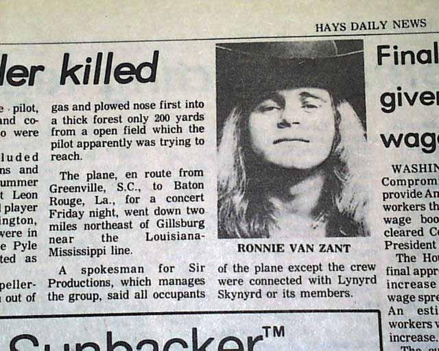 В результате погибли трое из тогдашних 10 участников группы, включая отца-основателя и главного идейного вдохновителя Ронни Ван Занта, их неизменный помощник тур-менеджера и оба пилота.