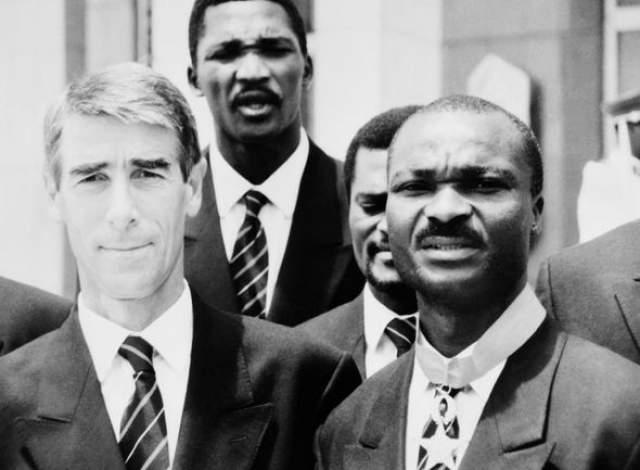 Валерий Непомнящий. Камерун под руководством нашего тренера (на фото слева) стал возмутителем спокойствия, дойдя до четвертьфинала, где по глупости не обыграл Англию.