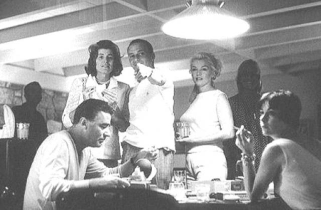 В 1961 году Мэрилин часто встречается с Фрэнком, Питером Лоуфордом и его женой Патрисией.